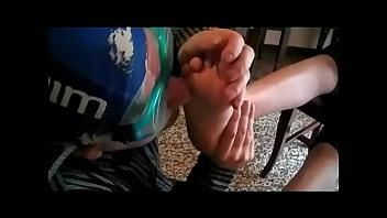 Cheesy Feet After Gym (ItalFetish)