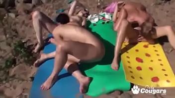 Naughty Girlfriends Have A Lesbian Orgy At A Nude Beach Vorschaubild