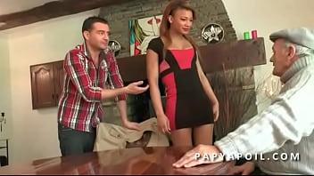 Old black pornos - Papy baise une jeune metisse francaise avec un pote