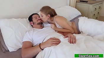 Teen Alyce makes her bf cum inside her