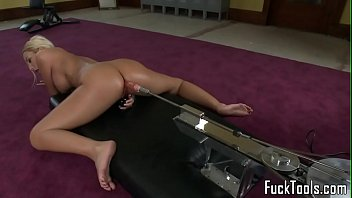 Priceless ll fucking machine Masturbating blonde toys pussy using dildo