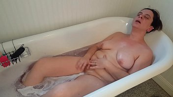 Sexy mature pawg bath fun with a happy ending