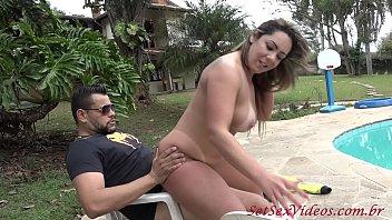 SetSexVideos - Suzie Slut e Mike Hammer trepando após a malhação. Com coprodução de Binho Ted. preview image