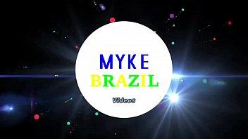 Gata Carioca Rabuda e Bronzeada vem Experimentar A Jeba Grande de Myke.E Ganha Muito Leitinho Vitaminado na Boquinha