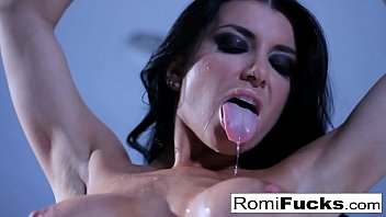 Solo Romi Rain fun on the bed with her tight wet fuckhole! 9分钟
