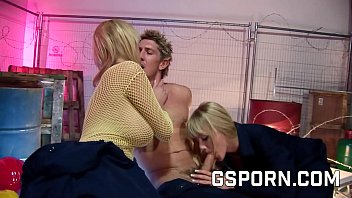 Hot Threesome With Two Sexys Busties Blondes