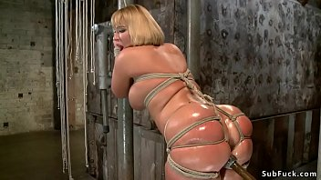Metal bondage clothing Big ass blonde in tight bondage toyed