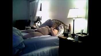 I catches my mom having fun on bed. Hidden cam