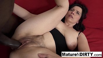 Mature with natural tits gets a creampie in her hairy pussy! Porno indir