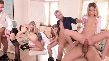 Extra Help After School When Professors Have Orgy with Comely Coeds 13分钟