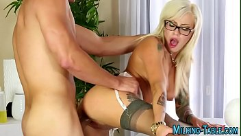 Tatted masseuse rides rod