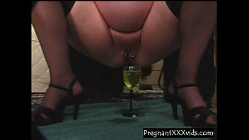 Pregnant Wife fills a glass with piss Vorschaubild