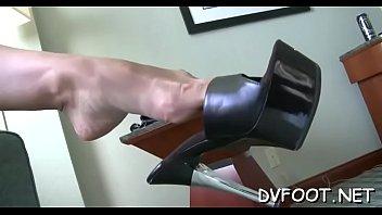 Hawt playgirl shows off her hawt feet on footdomvideos.com