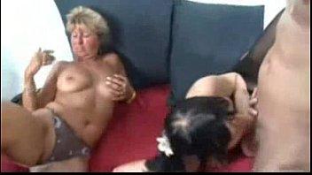 Comendo duas putas gostosas ao mesmo tempo