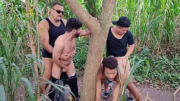หนังXเกย์แนวเย็ดหมู่ พาหนุ่มสายเหลืองอัดตูดในป่าละเมาะ กอดต้นไม้เย็ดท่าซอยยิกๆ gay porn ยืนเย็ดท่าหมาจัดหนักให้แตกในคาร่องตูด