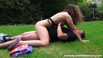 Sexy teen Bunny gets nailed outdoors by senior Philippe Vorschaubild