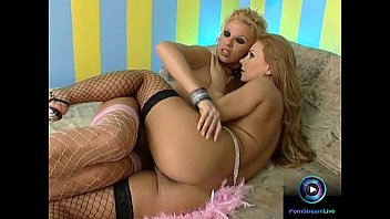 Glamorous Ginger Jones and Dorothy Black eager to pleasure one another