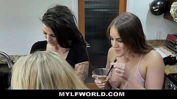 Katie Morgan Celebrates Her Divorce With A Lesbian MILF Threesome