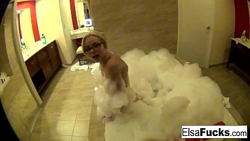 Elsa shows off her hotel room and her pussy