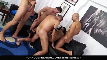 SCAMBISTI MATURI - Amateur mature orgy with hot ass fucking for brunette Italian taking 4 on 1 Vorschaubild