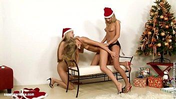 Santa Surprise sensual lesbian scene by SapphiX