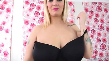Chunky blonde with big natural tits - Busty blonde sinful samia uses pink vibrator and magic wand