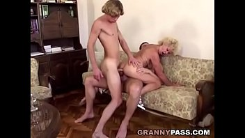 Young guy mature women - Granny double penetration
