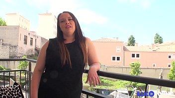 Elle essai le chibre d'un blanc et se fait défoncer [Full Video] thumbnail