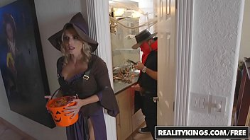 Adult halloween joke riddle Realitykings - moms bang teens - halloweeny