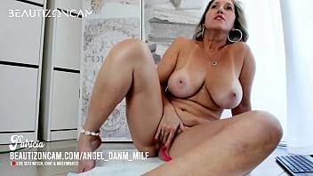 [LIVE] BIG TITS MILF SQUIRTING !!!