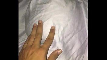 Mi sobrina le hizo una sorpresa de san Valentí_n asu novio y la dejo plantada y espere que se duerma para aprovecharme de ella