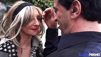 La MILF Barbara, initiée lors d'_une séance de soumission extrême [Full Video]