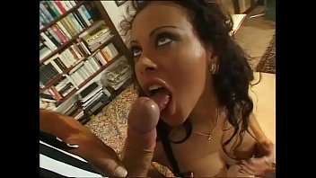 Vannesa del rio porn Amazing slut with perfect body wants to be undressed