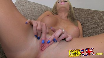 FakeAgentUK Beautiful blonde MILF gives outstanding blowjob Vorschaubild