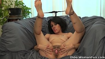 USA milf Gypsy Vixen pleases her pantyhosed pussy