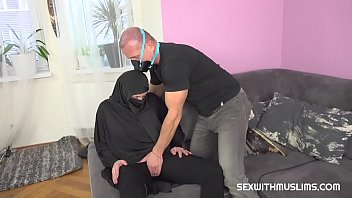 A desperate Muslim woman needs help
