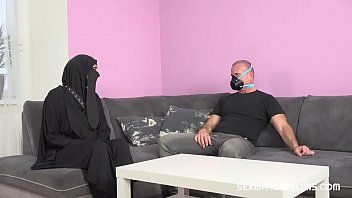 A desperate Muslim woman needs help thumbnail