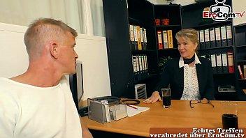 deutsche reife sekritärin verführt jungen mann im büro zum sex