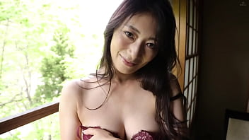 Starring today... Reiko Kobayakawa! An attractive older woman with massive G cup tits that shows off her voluptuous grace.