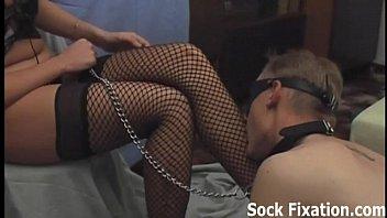 I need a new slave boy to worship my feet
