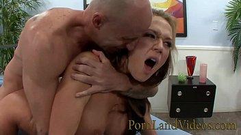 زوجة بصورة عاهرة نيكي Sexx سخيف مقابل المال أمام الزوج