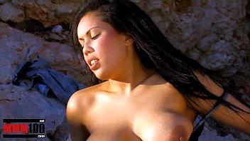 Arab bigtits chubby slut Karmen Diaz fucked at the beach Vorschaubild