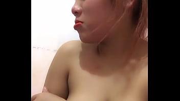 Bigo Live Vietnamese girl with big tits nipslips - banned