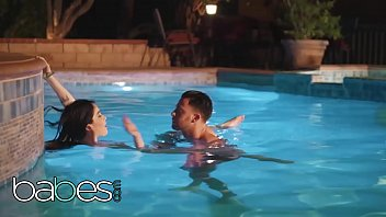 Evelyn ng bikini Seth gamble, evelyn claire - what neighbors are for - babes
