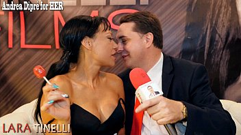 Lara Tinelli teaches how to give a great blowjob for Andrea Diprè