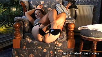Sultry MILF Masturbates to Trickle Squirt Orgasm thumbnail