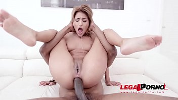 Sarah Cute welcome to Gonzo with monster cock DP session SZ2237
