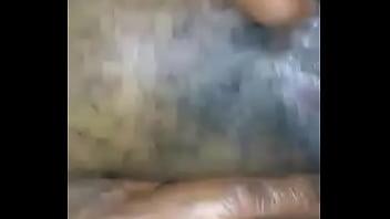 Peituda de grandes lábios gemendo
