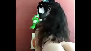 Novinha gostosa dançando pelada