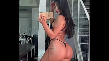 Woman muve las nalgas sexy